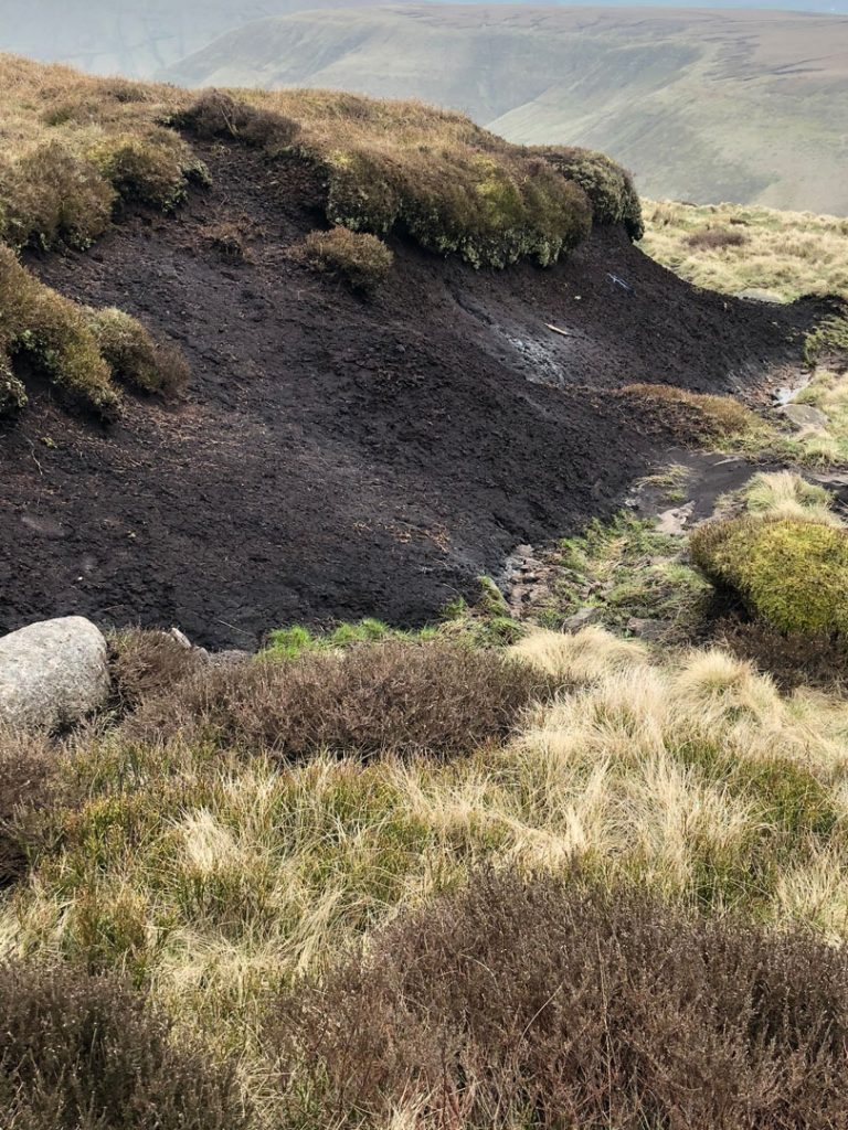 Dramatic-corrosion-in-the-Peat-Bog-Edale-Skyline