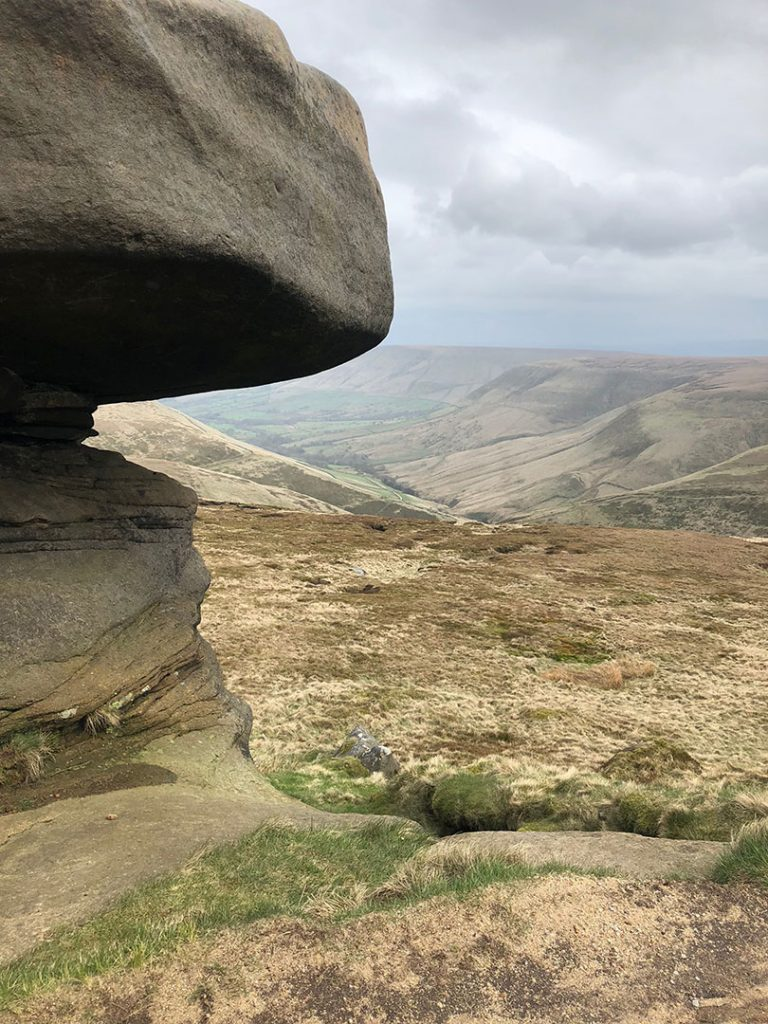Entering-the-Wool-Packs-Edale-Skyline